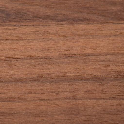 Nuss: mittelbraune Farbe und zurückhaltende Maserung